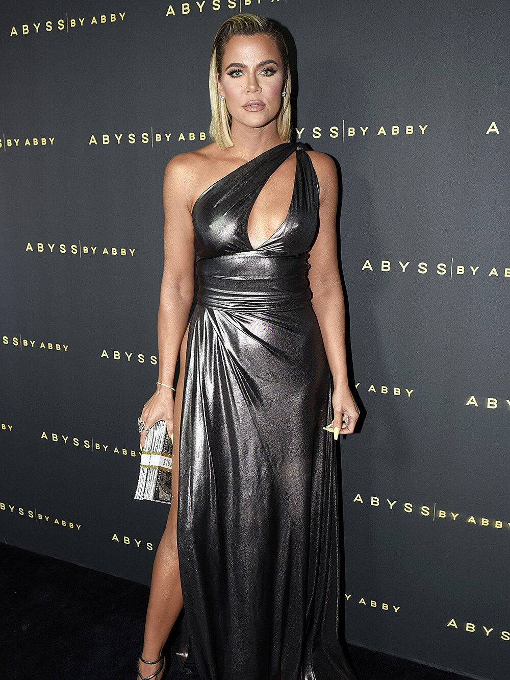 Khlo Eacute Kardashian Wears High Slit Metallic Gown At Abyss By Abby Party People Com