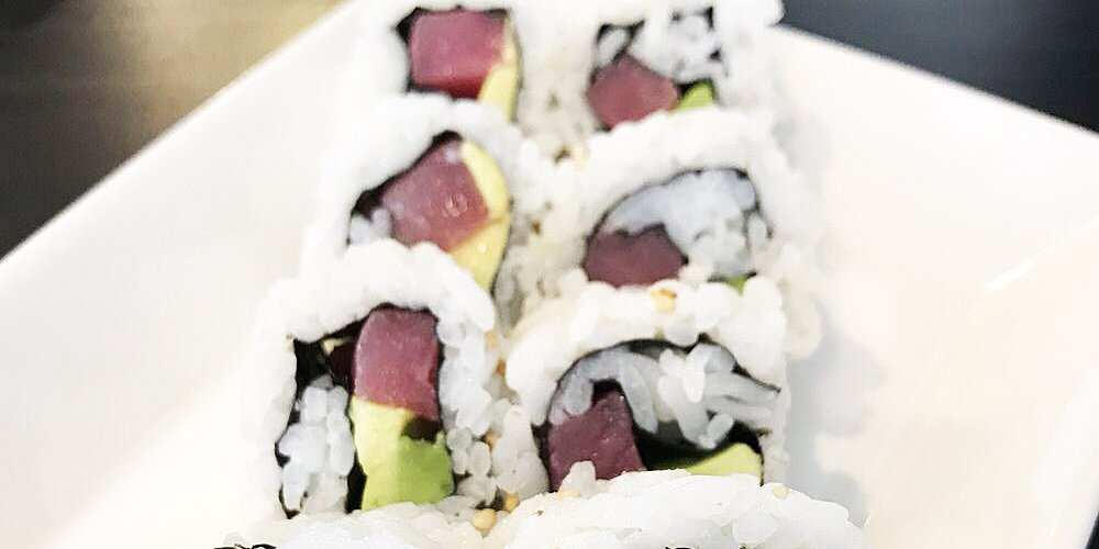 inside out spicy tuna and avocado sushi recipe