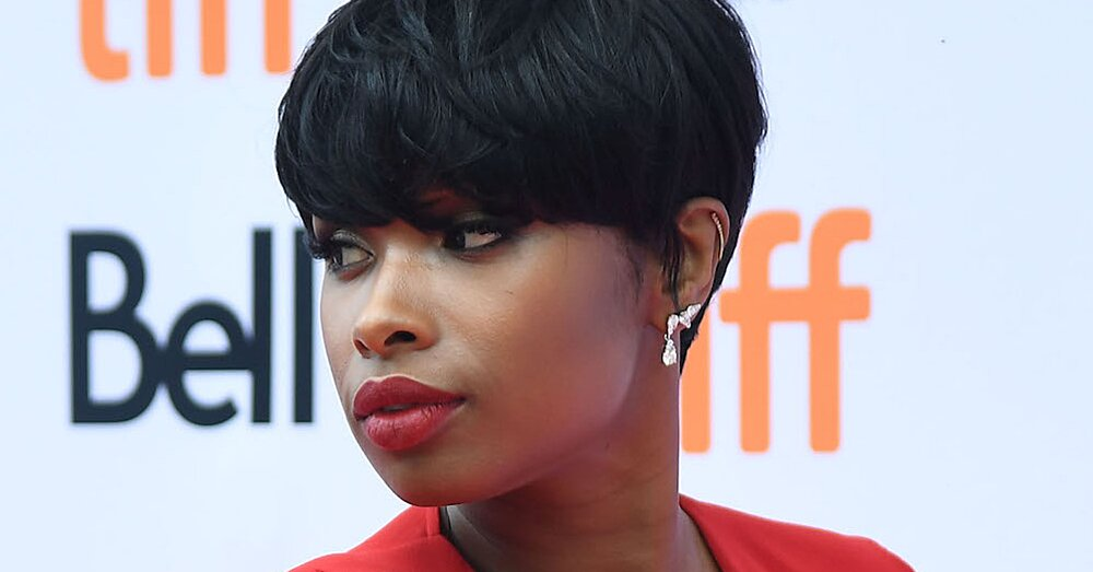 Jennifer Hudson Got Baby Bangs With Her Pixie Cut And Looks Stunning Af Hellogiggles