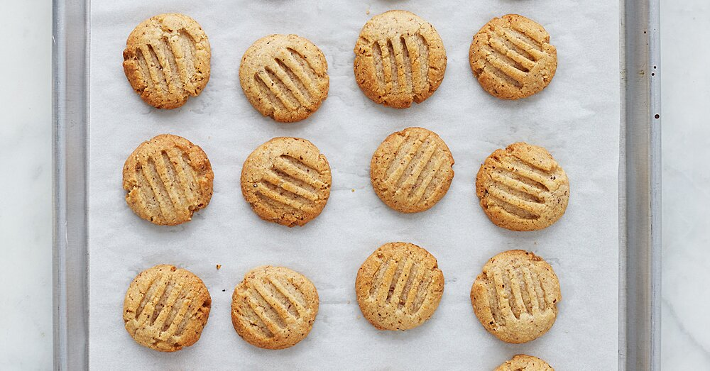 Why Do We Grease Baking Pans and Cookie Sheets?