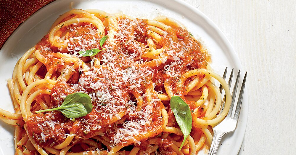 The Secret to Making Sauce Actually Cling to Your Pasta Noodles