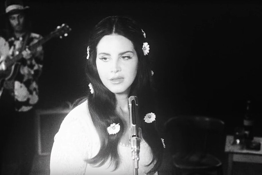 Here S How To Copy Lana Del Rey S 60s Inspired Daisy Adorned Hairstyle In Her New Video Hellogiggles