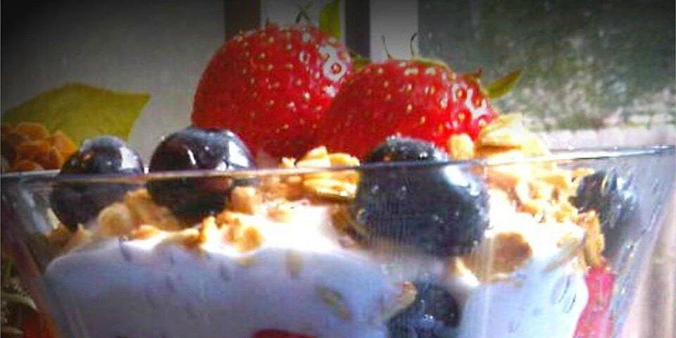 greek yogurt breakfast parfait recipe