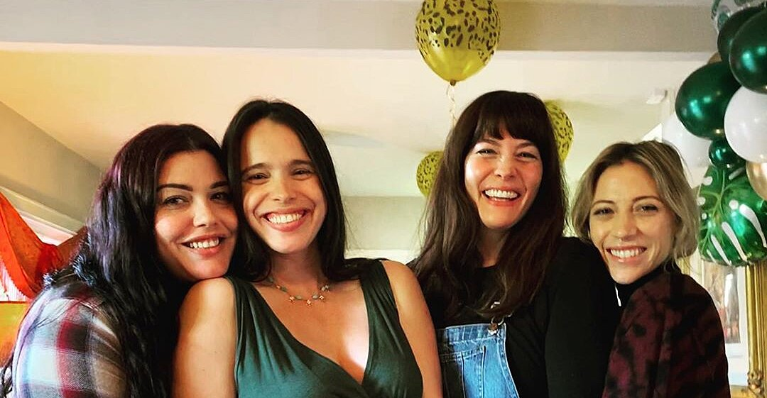 Pregnant Chelsea Tyler Celebrates Baby Shower With Sisters Liv And Mia Dad Steven S Girlfriend Flipboard