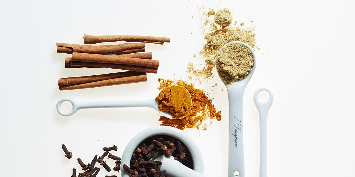 10 easy tips to keep herbs and spices fresh and flavorful