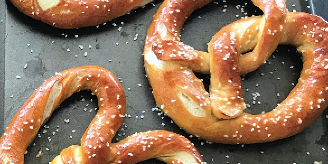 how to make soft and chewy homemade pretzels