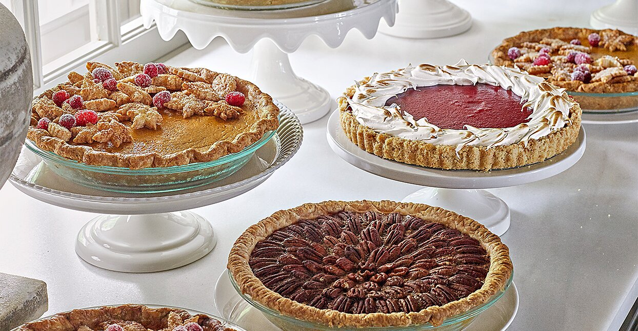 Learn About Martha's Thanksgiving Pie-Giving Tradition—Plus, Her Expert Decorating Tips