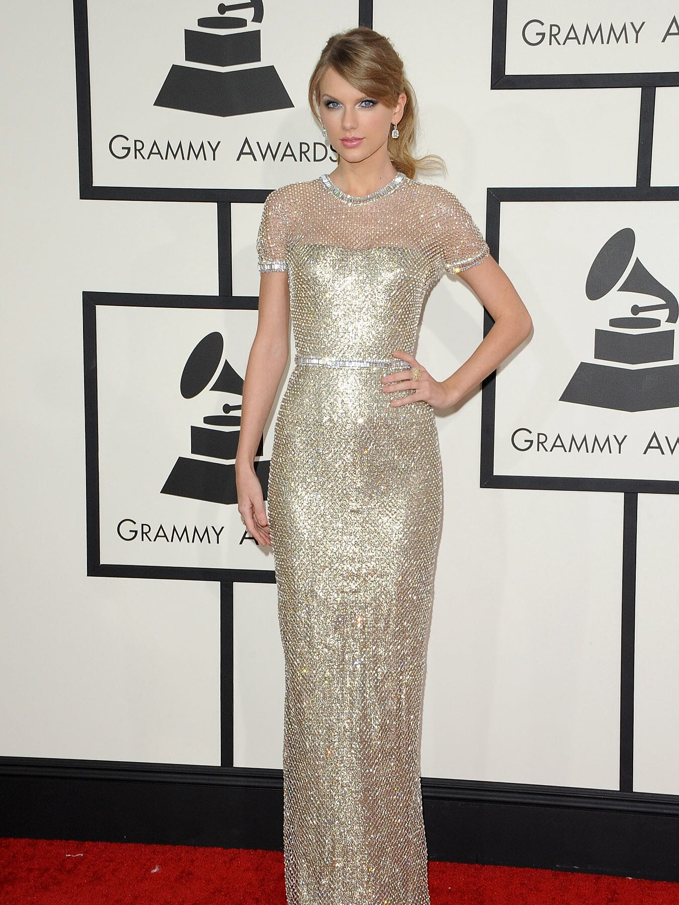 All Of Taylor Swift S Grammys Red Carpet Looks From 2008 To Now Hellogiggles