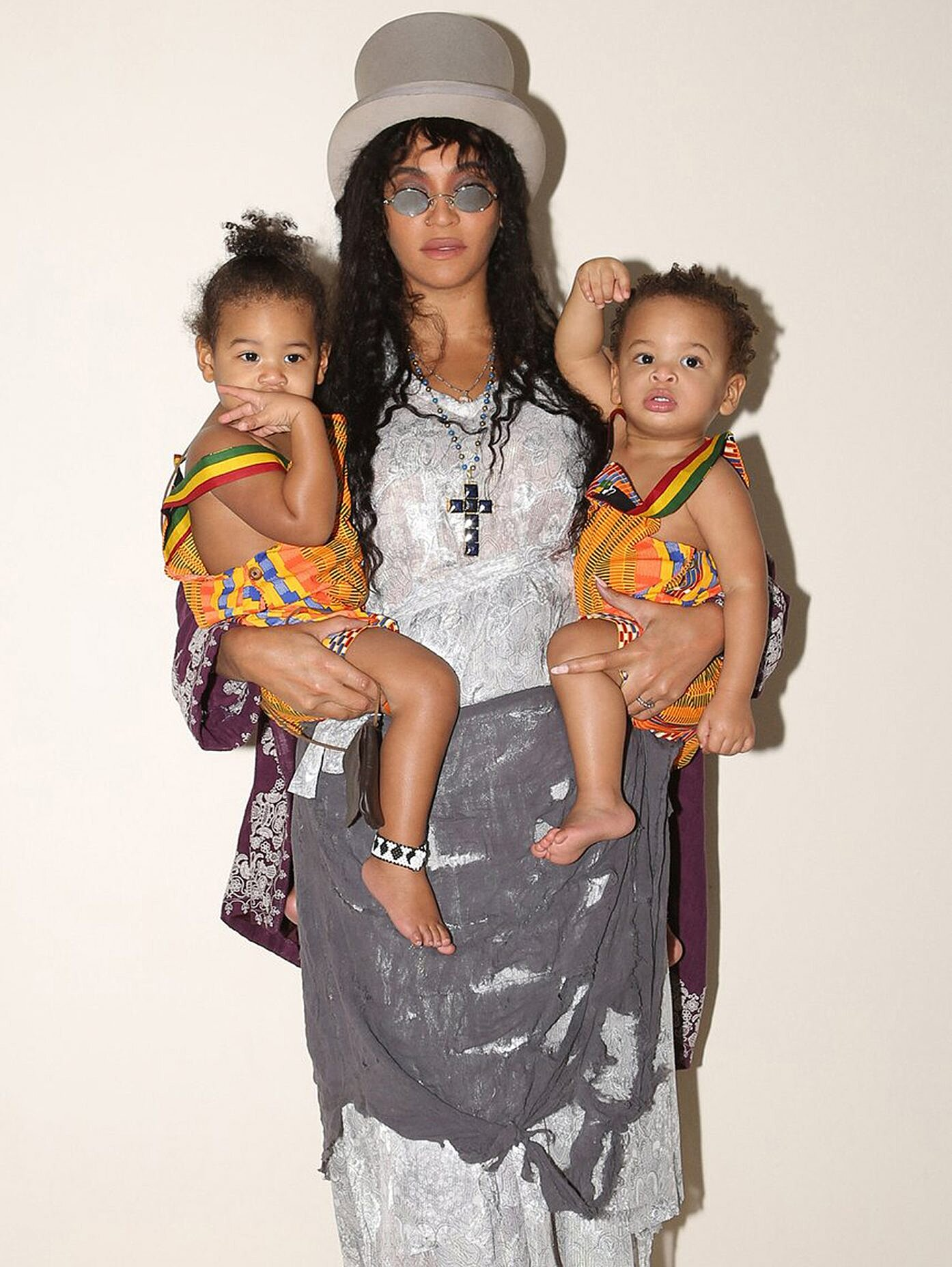 beyonce shares rare photo of twins sir
