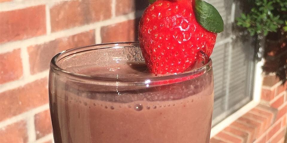 chocolate strawberry sapodilla smoothie recipe