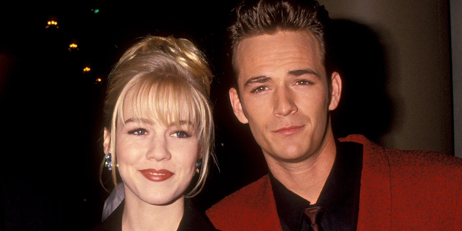 Jennie Garth Recounts Being Put in a Zoo Cage with Luke Perry to Escape 90210 Fans.jpg