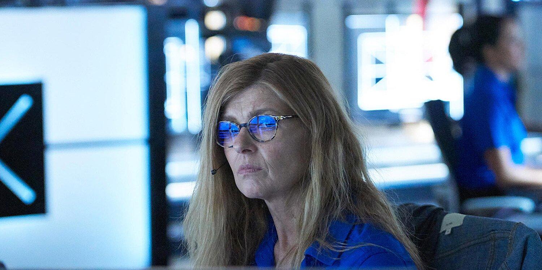 Connie Britton Returning For 9 1 1 Season 3 Finale Watch Trailer Ew Com