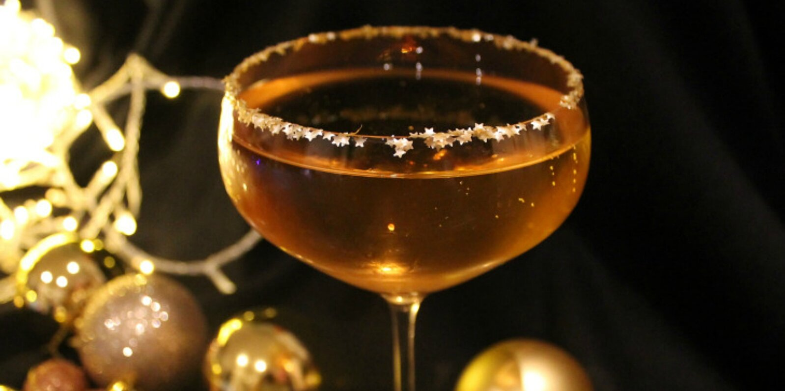 the golden bauble cocktail with prosecco amaretto and glitter