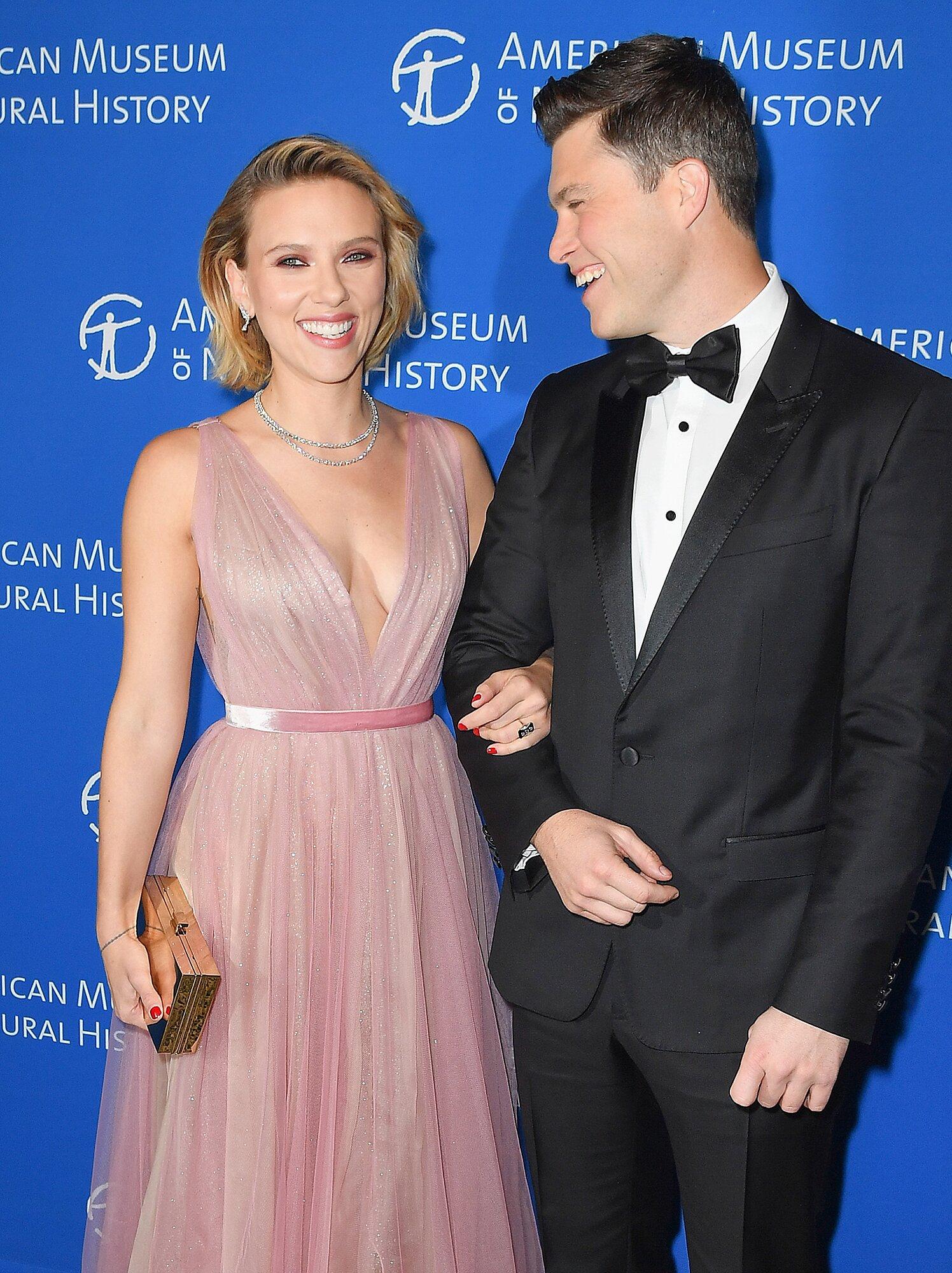 Scarlett Johansson And Colin Jost Are Engaged Ew Com