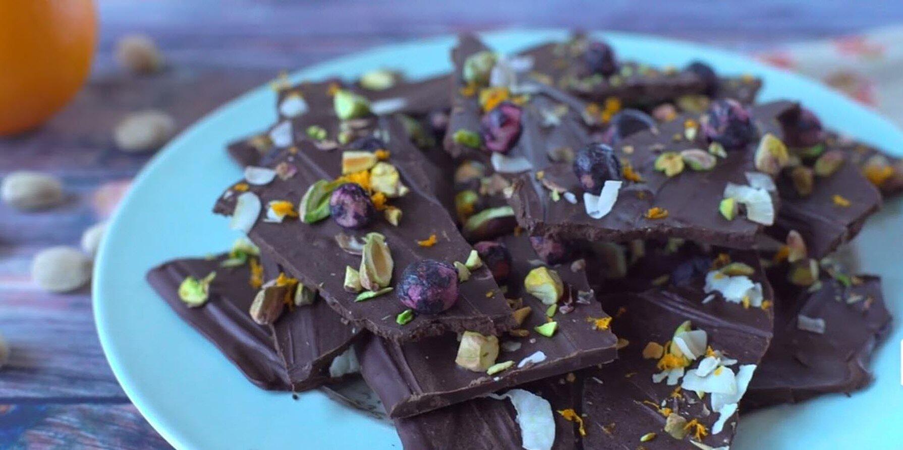 blueberry coconut and pistachio chocolate bark recipe