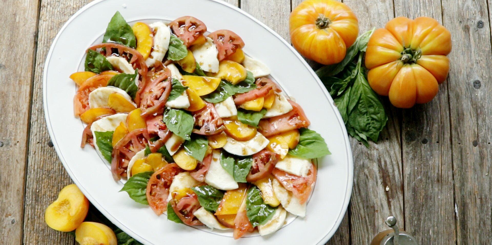 peach and tomato caprese salad recipe