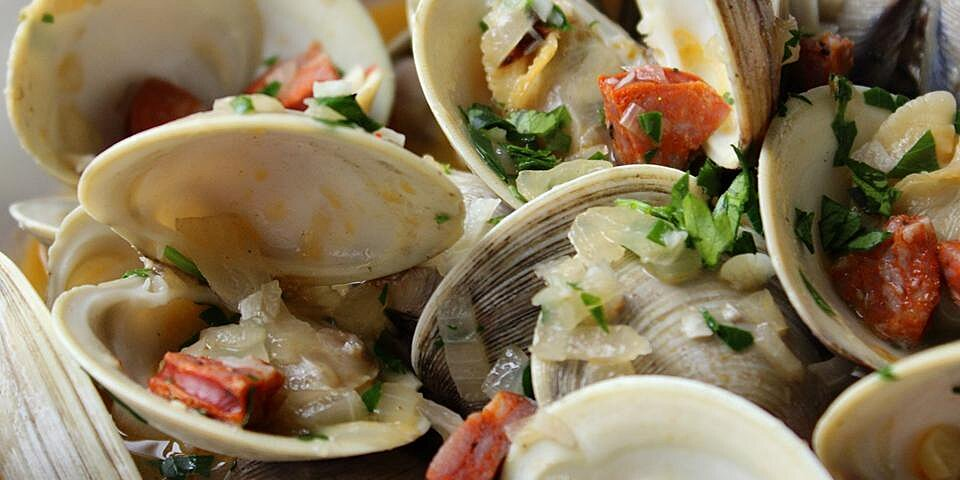 chorizo steamed clams