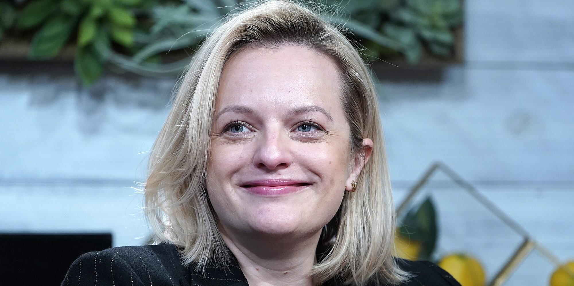 Elisabeth Moss' Shaggy Pixie Cut Is a Total '90s Vibe Inspired by Winona Ryder