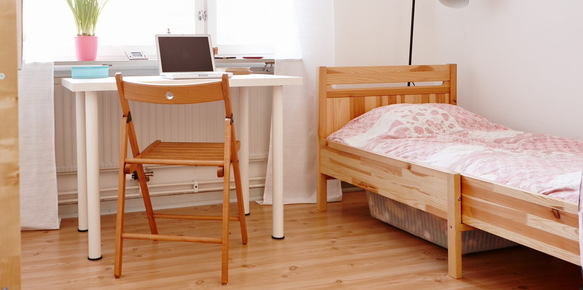 12 Ways To Maximize A Tiny Dorm Room Without Blowing Your Budget