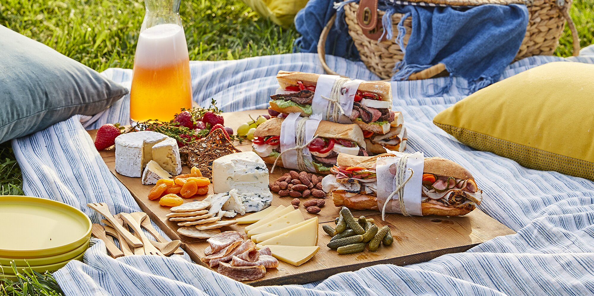 what to pack for a romantic picnic for two