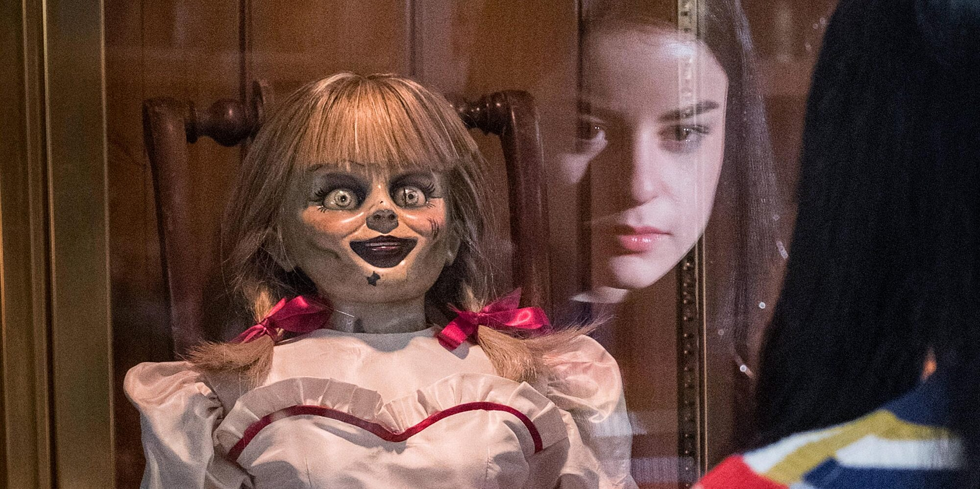 Annabelle Comes Home Review The Conjuring Universe Gets Absurd Ew Com