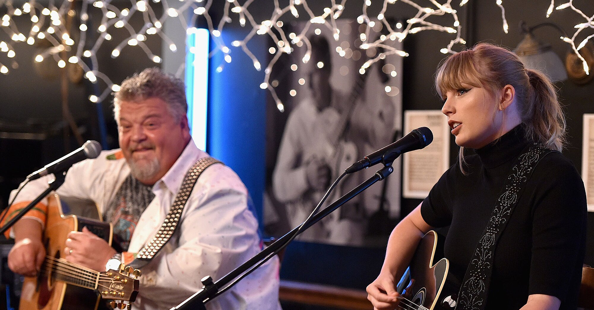 Taylor Swift At Age 14 Proved She Can Actually Work A Room At Nashville Landmark Bluebird Cafe Flipboard