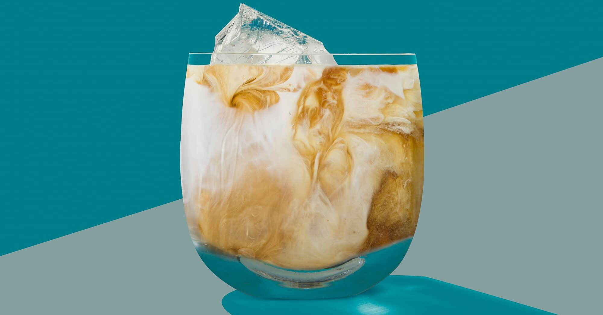 How to Make a White Russian, the Deliciously Decadent Cocktail That Only Requires 3 Ingredients