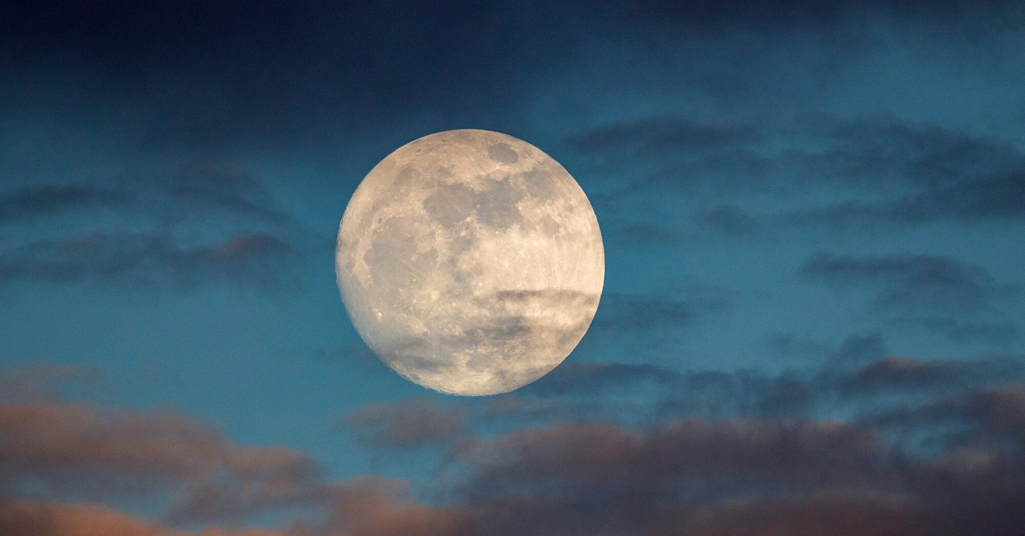 A Super Flower Moon Will Rise in the Sky This Week