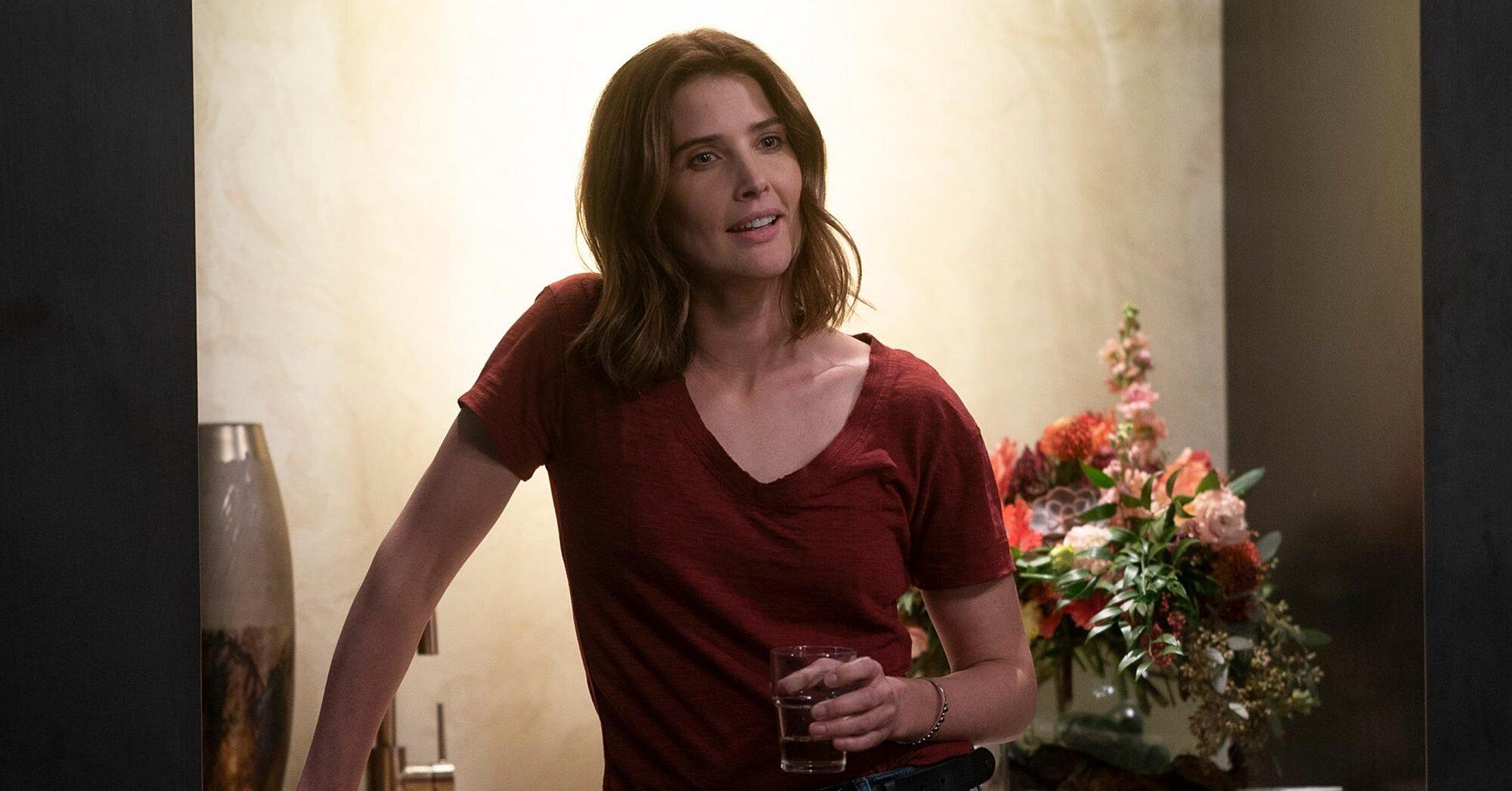 Stumptown Cobie Smulders Cast On New Abc Series Ew Com