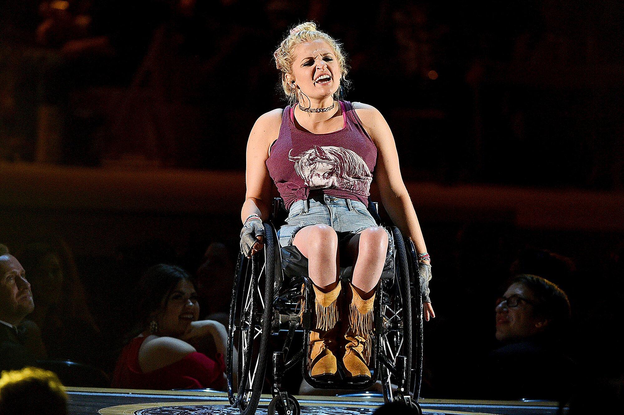 How Oklahoma And Ali Stroker Made Broadway History In 2019 Ew Com
