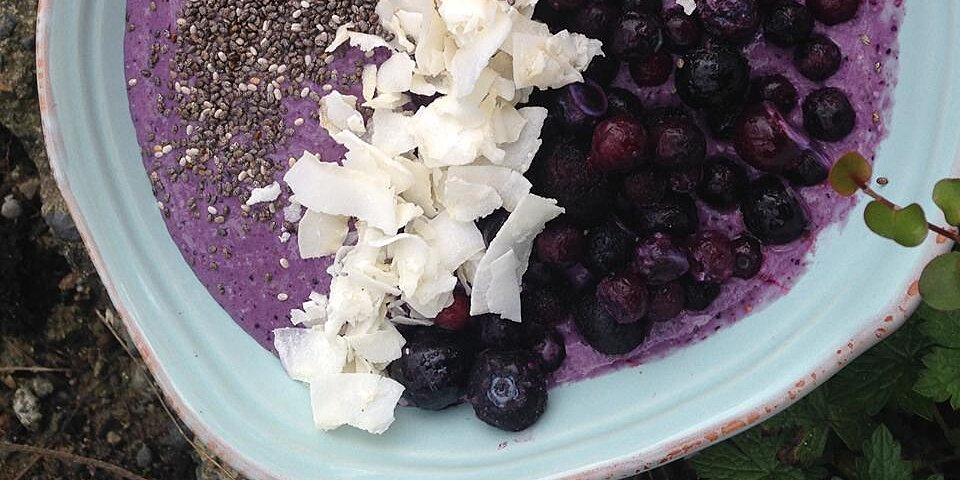 overnight oats blueberry smoothie bowl recipe