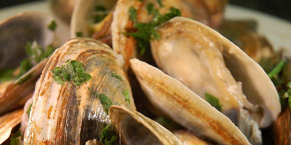 scott ures clams and garlic recipe