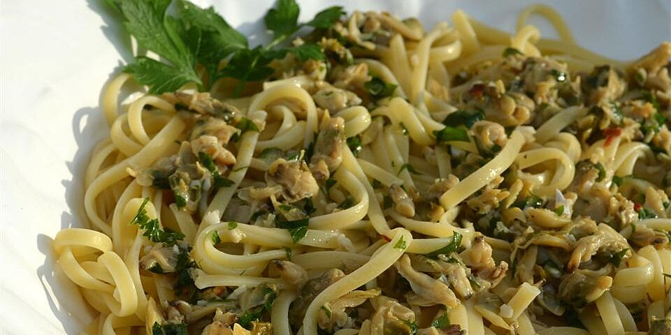linguine with garlicky white clam sauce recipe