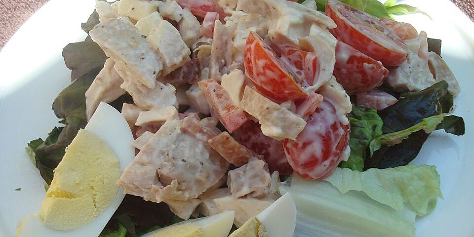 warm chicken bacon and egg salad with mayonnaise dressing