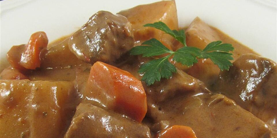 easy and hearty slow cooker beef stew recipe