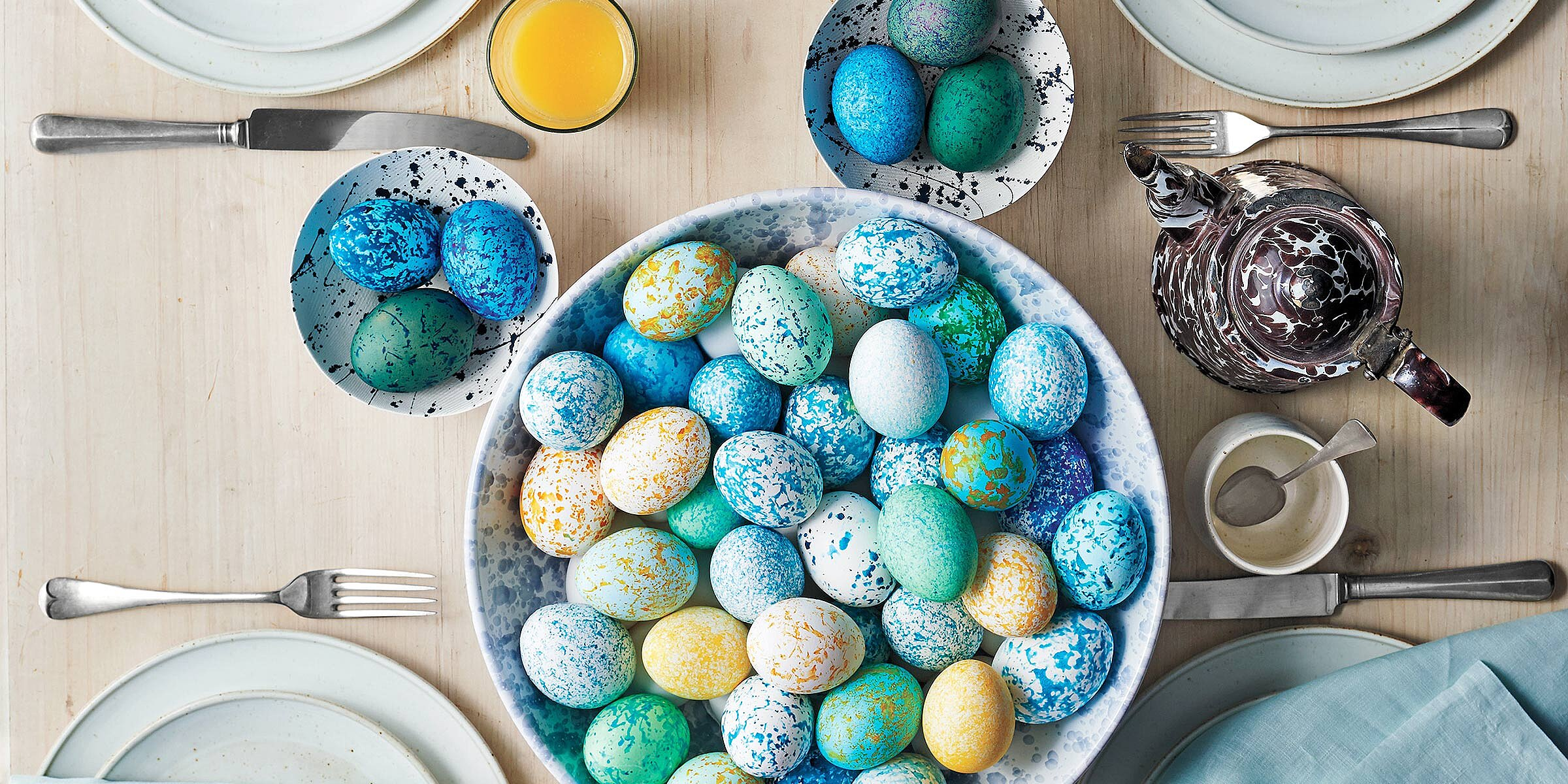 This Brilliant Easter Egg Decorating Trick Turns Mess Into Magic