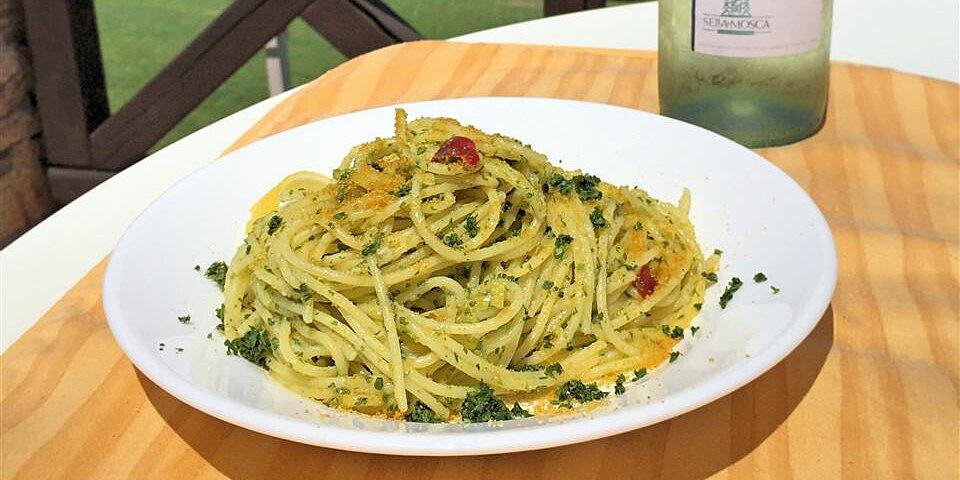 spaghetti aglio olio e peperoncino con bottarga