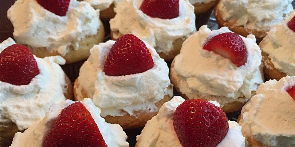 honey cupcakes with strawberries recipe
