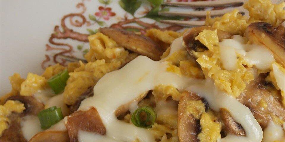 onion and mushroom scrambled eggs recipe