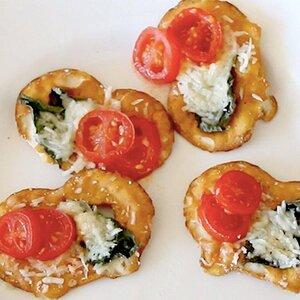 Tomato, Cheese and Basil Pretzel Crisps® Bites
