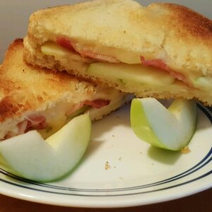 Grilled Apple and Swiss Cheese Sandwich