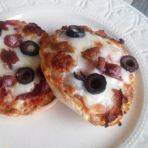 Quick and Easy Mini Salsa Pizzas