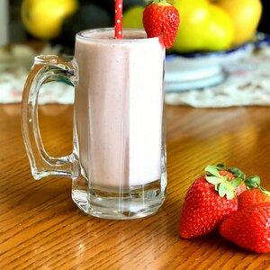 Strawberry-Mint Protein Smoothie