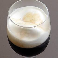 Café irlandés con helado de vainilla