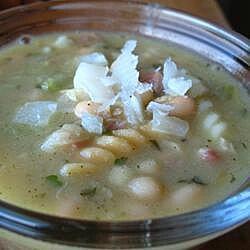 Sopa italiana de alubias y panceta