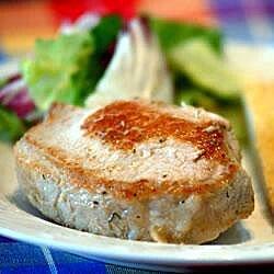 Chuletas de cerdo rellenas de pan y especias