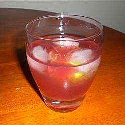 Vodka con jugo de arándano y limón