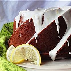 Pastel de limón con glaseado de limón