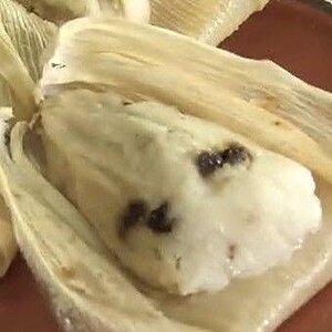 Tamales de coco y frutas cristalizadas