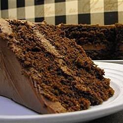Pastel de chocolate con crema ácida